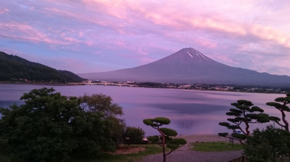 夕焼けに染まる富士