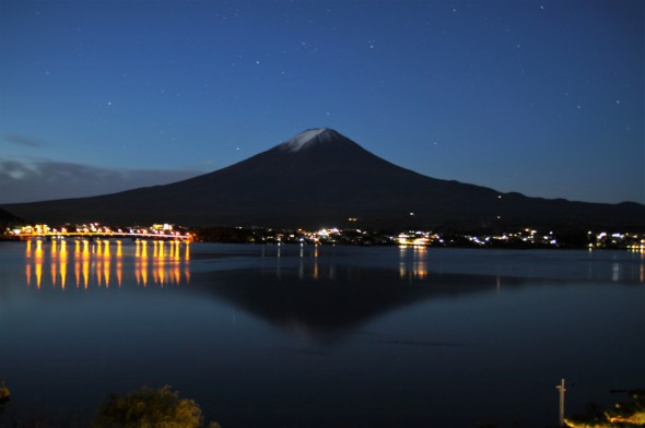 Inverted image of Mt.Fuji before the daybreak
