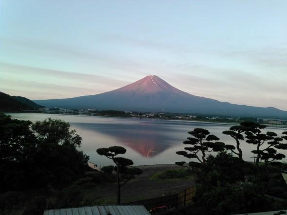 結婚記念日の赤富士