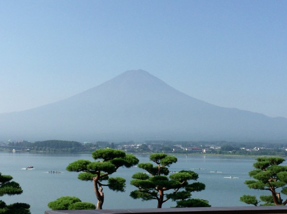 It is training early in the morning of the next morning, Mount Fuji and the rowing club of festival fireworks in Lake the 100th Lake Kawaguchi