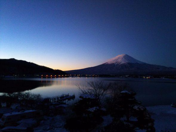 Fuji that waits for the daybreak