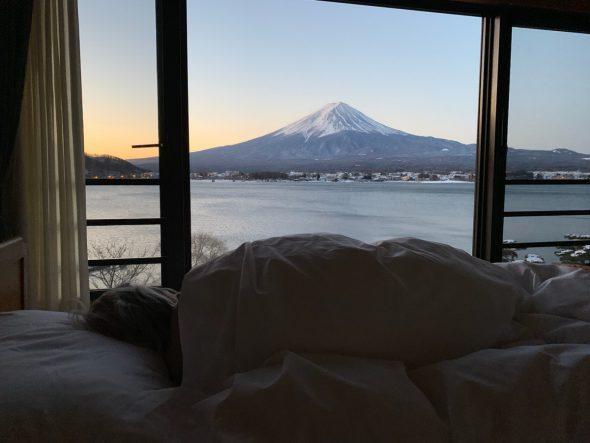 ベッドから富士山