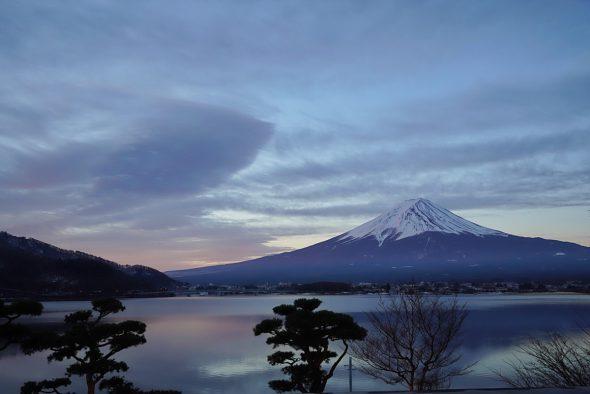 部屋からの朝富士山