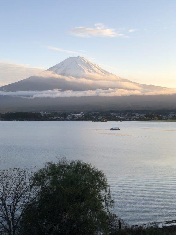 羽衣をまとった富士