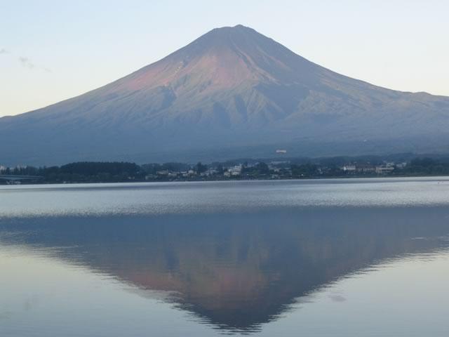 早朝の逆さ富士