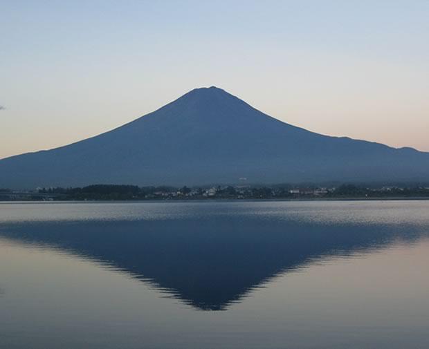 夜明けの逆さ富士