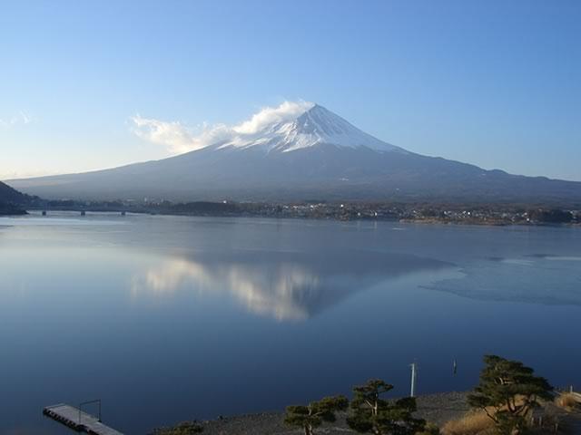 氷結湖面の富士