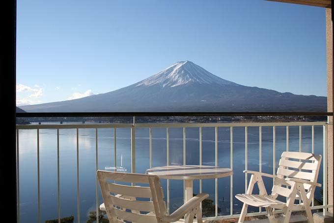 窓ガラスごしの富士山