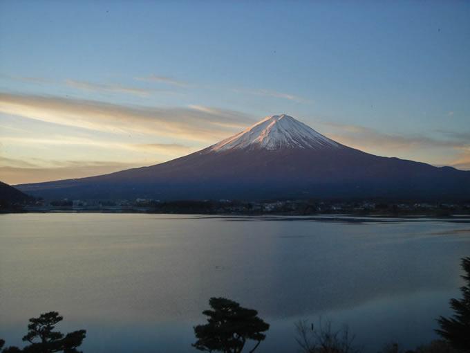 朝日に輝く富士