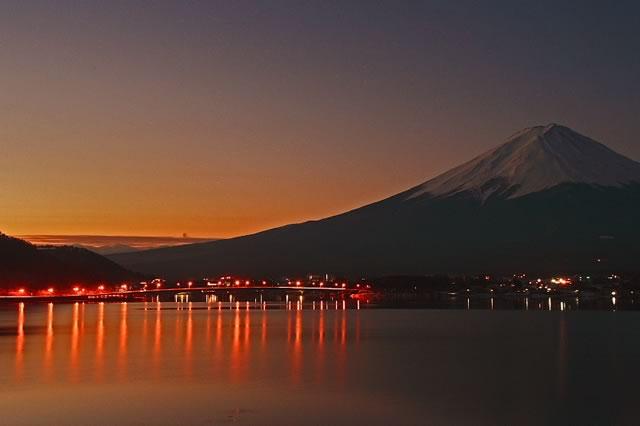 明けゆく富士