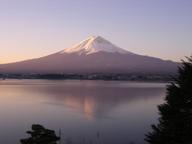 朝日の赤富士