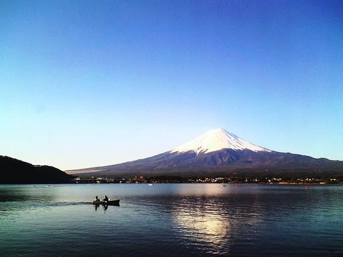 春の揺らぐ逆さ富士