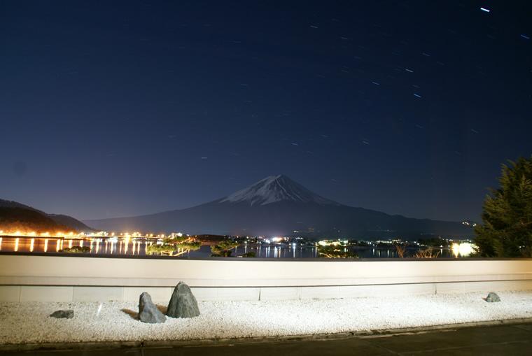 蒼夜に浮かぶ富士