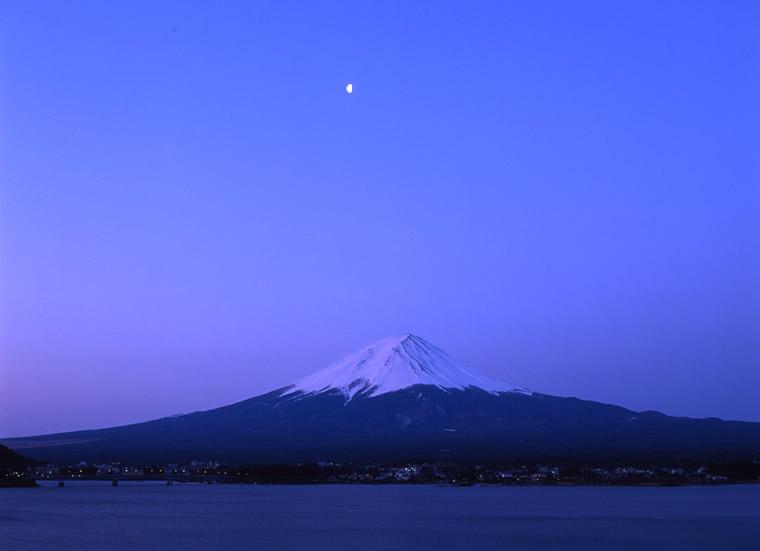The moon at dawn