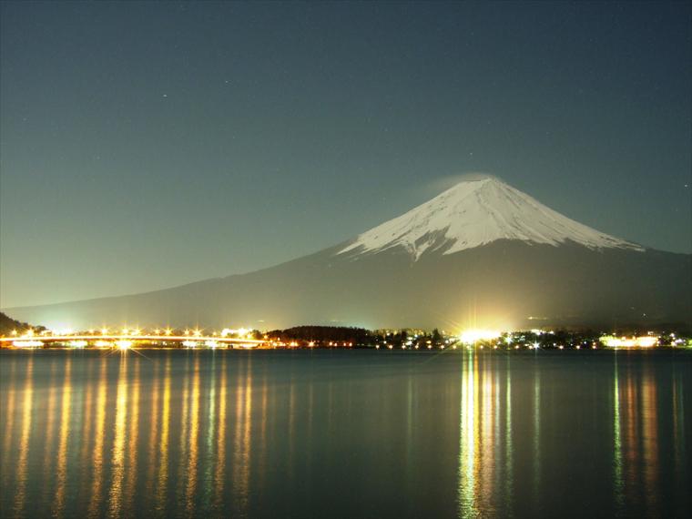 暖冬な夜の富士