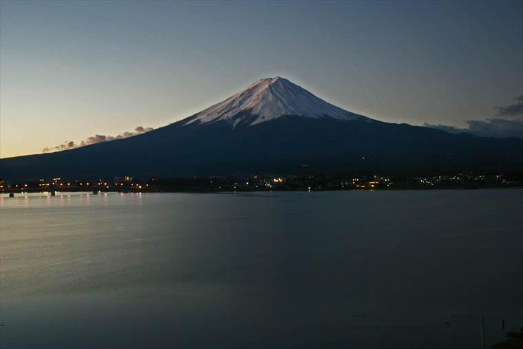 澄みきった早朝の富士