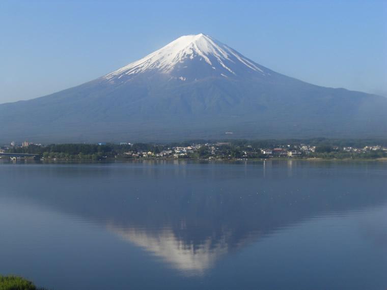 初夏の逆さ富士