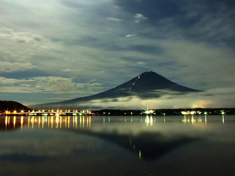 夏を惜しむ富士山