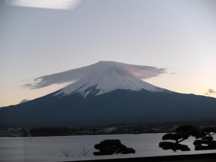 傘雲の富士