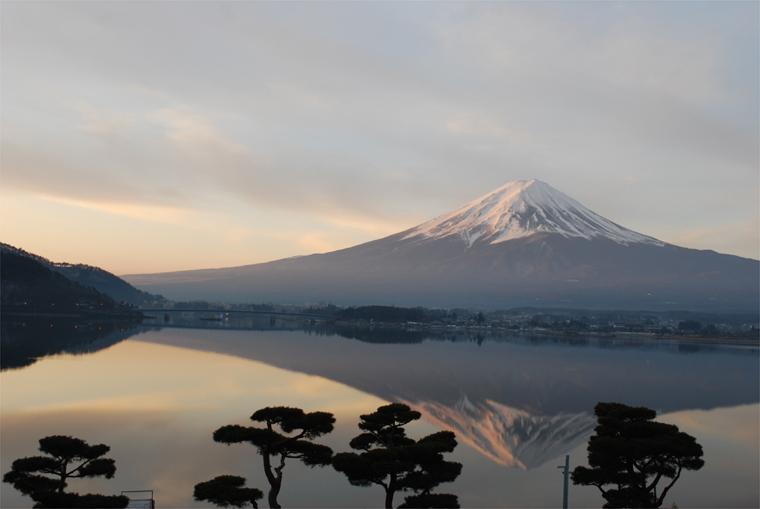 朝焼けの富士と逆さ富士
