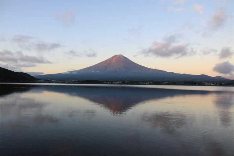 早朝の霊峰