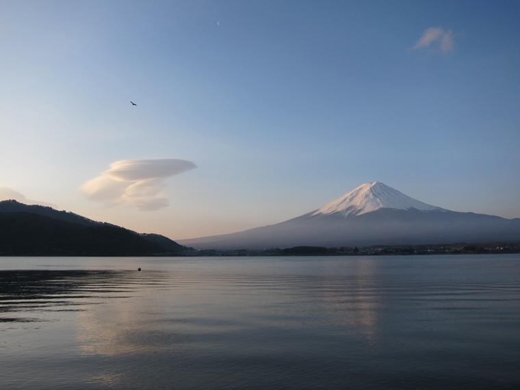 雲と富士と鳶