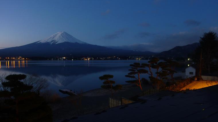 河口湖の夜明け