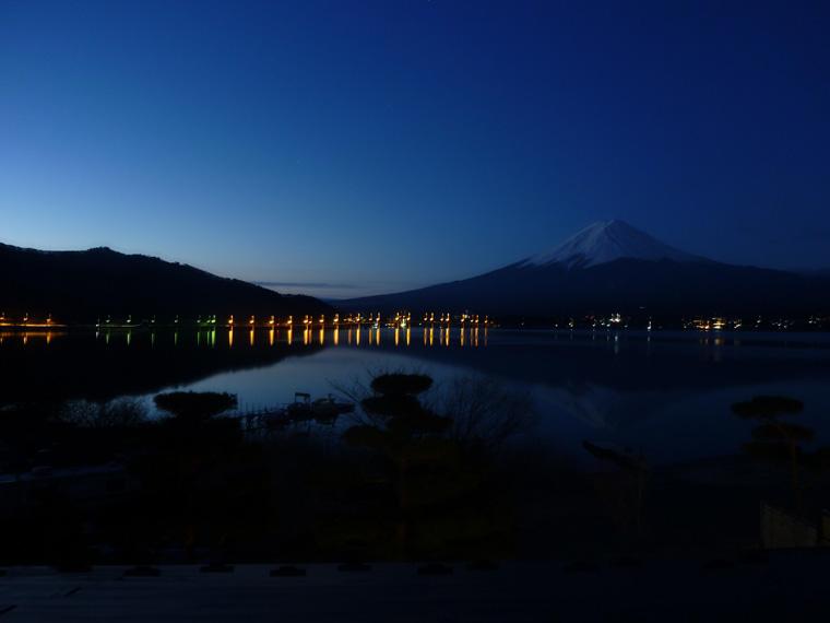 河口湖の夜明け-2