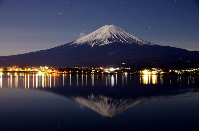 真夜中の逆さ富士