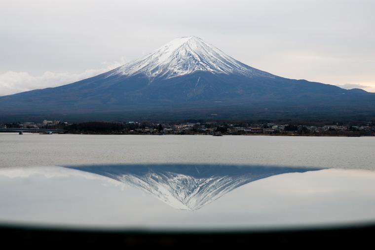 テーブルの上の逆さ富士